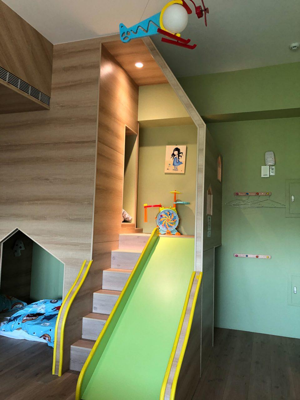 小小的溜滑梯